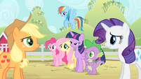 Rarity tells Applejack to calm down S4E07