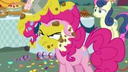 S07E23 Wściekła Pinkie nie wierzy w kłamstwa Rainbow