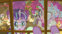 Snowfall Frost looking in Snowdash's window S6E8