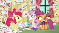 Sweetie Belle and Scootaloo look at each other S6E4