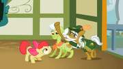 Apple Strudel reaches for Apple Bloom S2E12