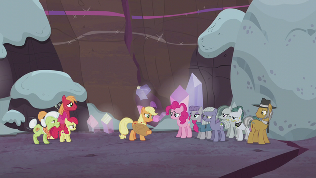 File:Applejack facing the Pie family S5E20.png