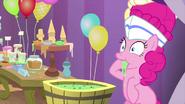 K27 Pinkie Pie próbuje roztopionych lodów