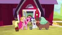 "Pinkie Pie ""let's get baking!"" S9E7"