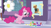 Pinkie Pie playing a game S2E25