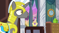 Royal guard hears Twilight Sparkle's voice S7E10