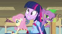 Spike bate na cabeça de Twilight EG