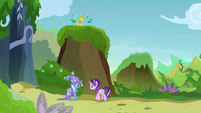 Starlight Glimmer doesn't see Pharynx anywhere S7E17