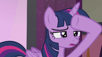 Twilight peering into the audience S5E25
