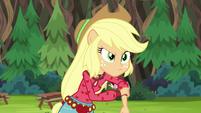Applejack rolling up her sleeves EG4