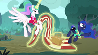 Celestia removing the picnic blanket S9E13