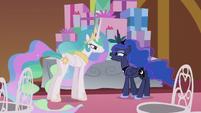 Luna -I thought you were bringing it!- S5E9
