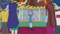 Maud Pie addressing the museum patrons EGDS1.png