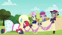 Orchard Blossom and the judges see Apple Bloom run off S5E17