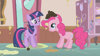Pinkie Pie offers Twilight a cupcake S01E12
