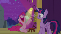 Pinkie Pie pulls the stage lever again S8E7