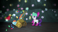 Rainbow crashes into Rarity's gem cart S8E17