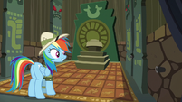 Rainbow impressed with the temple model S6E13