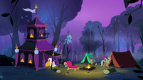 Rarity and Applejack entering their respective tents S3E06
