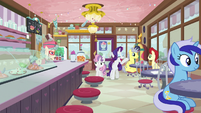 Rarity and Sweetie Belle arrive at the ice cream shop S7E6