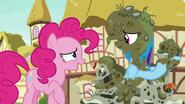 S07E23 Pinkie przyznaje, że zna już motywy Rainbow Dash