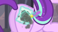 Starlight paints equal sign cutie mark on her flank S5E02