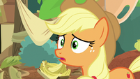 Applejack listening to Autumn's song S8E23