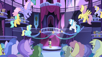 Every pony cheers S1E01