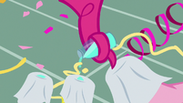 Pinkie Pie drips shampoo on cleaning cloths S7E19