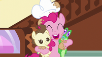 Pinkie Pie hugging Pound Cake and Gummy S05E19