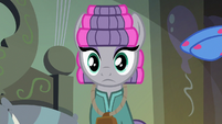 Pinkie puts Maud's cowbell back on S7E4