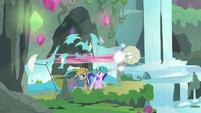 Pinkie speeds through the backdrop screen S7E4