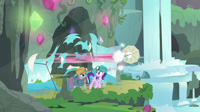File:Pinkie speeds through the backdrop screen S7E4.png