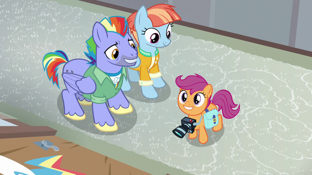 File:Scootaloo excited to see Rainbow's old bedroom S7E7.png
