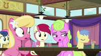 Spectator ponies mutter to themselves S9E16