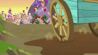 Sugar Belle's wagon wheel wobbling S8E10