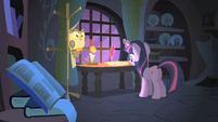 Twilight continues her evening studies S1E24