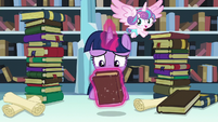 Twilight levitates Hayhoof's Intonements S6E2