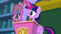 Twilight levitating the Amulet of Aurora S8E15