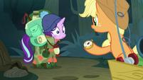 Applejack giving Starlight the compass S8E13