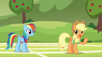 Applejack just rolling with it S6E18
