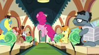 Passengers see Pinkie excited S6E3