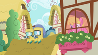 Ponies in radiation suits S2E6