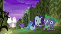 Spike helps Rarity up S5E21