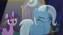 Trixie face-hoofs S6E6