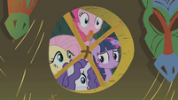 Twilight and friends look inside Zecora's hut S1E09