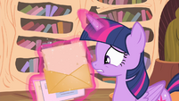 Twilight opens a letter S04E11