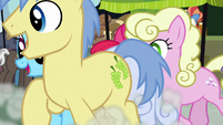 Ponies racing in front of Apple Bloom S7E13