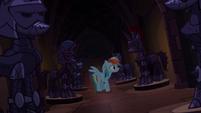 Rainbow Dash procurando por Applejack T4E03