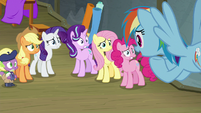 Rainbow telling her friends the news S8E7